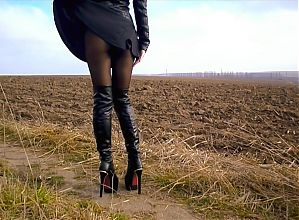 My legs and booty in pantyhose, the wind raises my dress